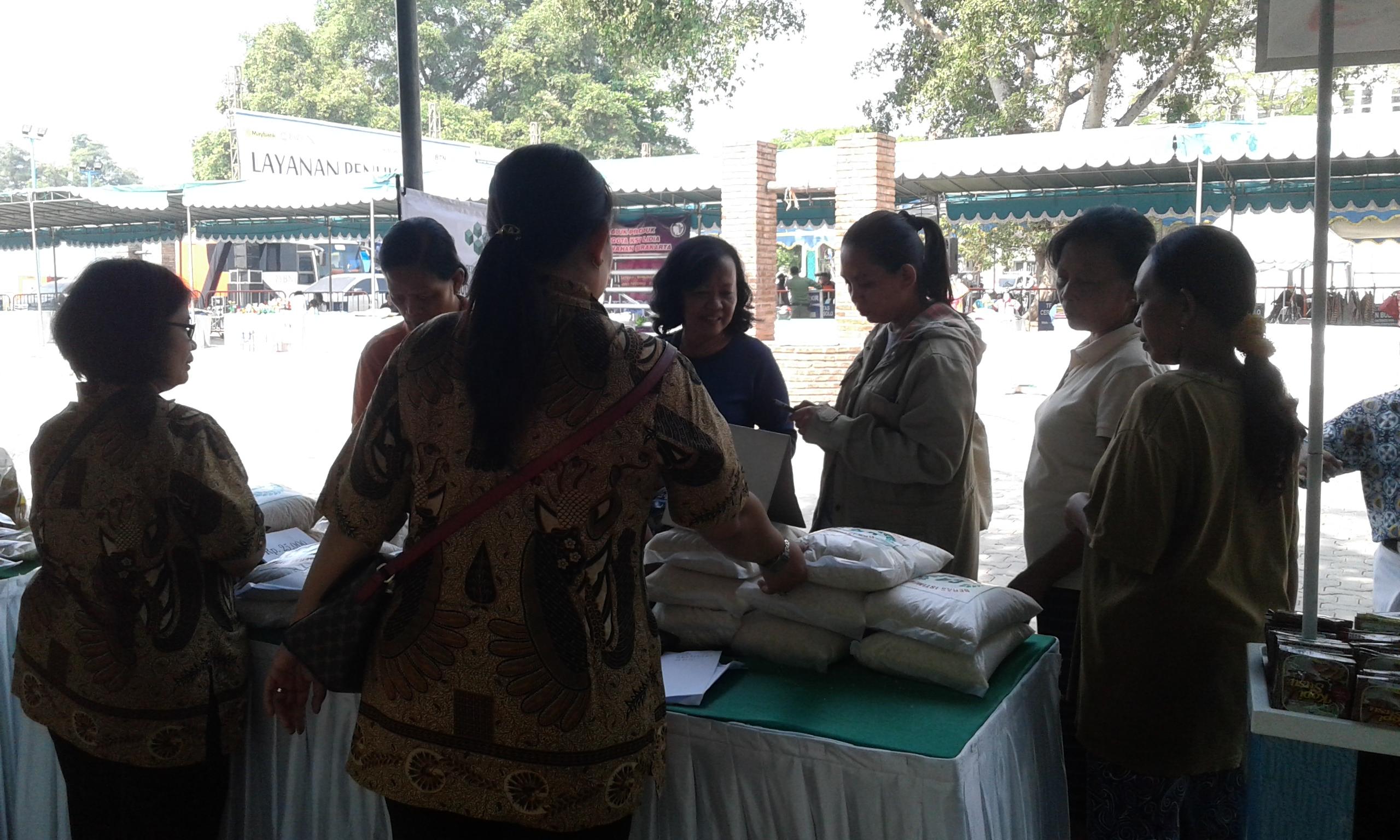 Penjualan Beras Pedaringan Meningkat Di Hari Kedua Pasar Gotong Royong